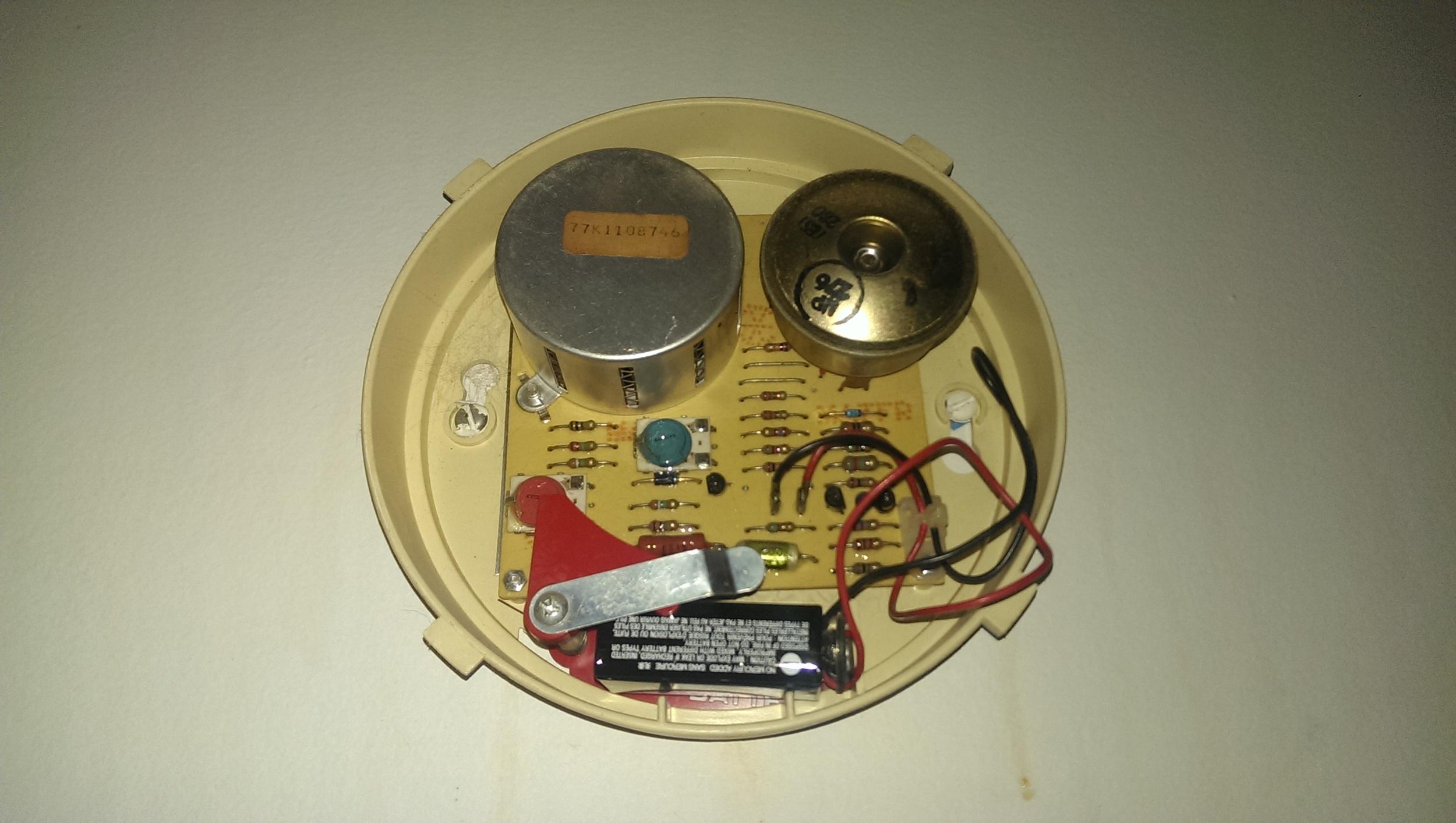 old-smoke-alarm-detector-photo.jpg