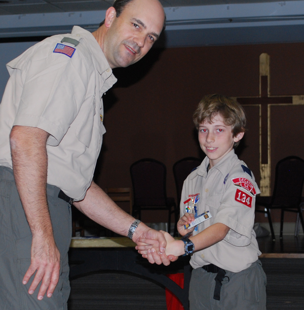 DSC_0228_adult_young scout handshake_small.jpg