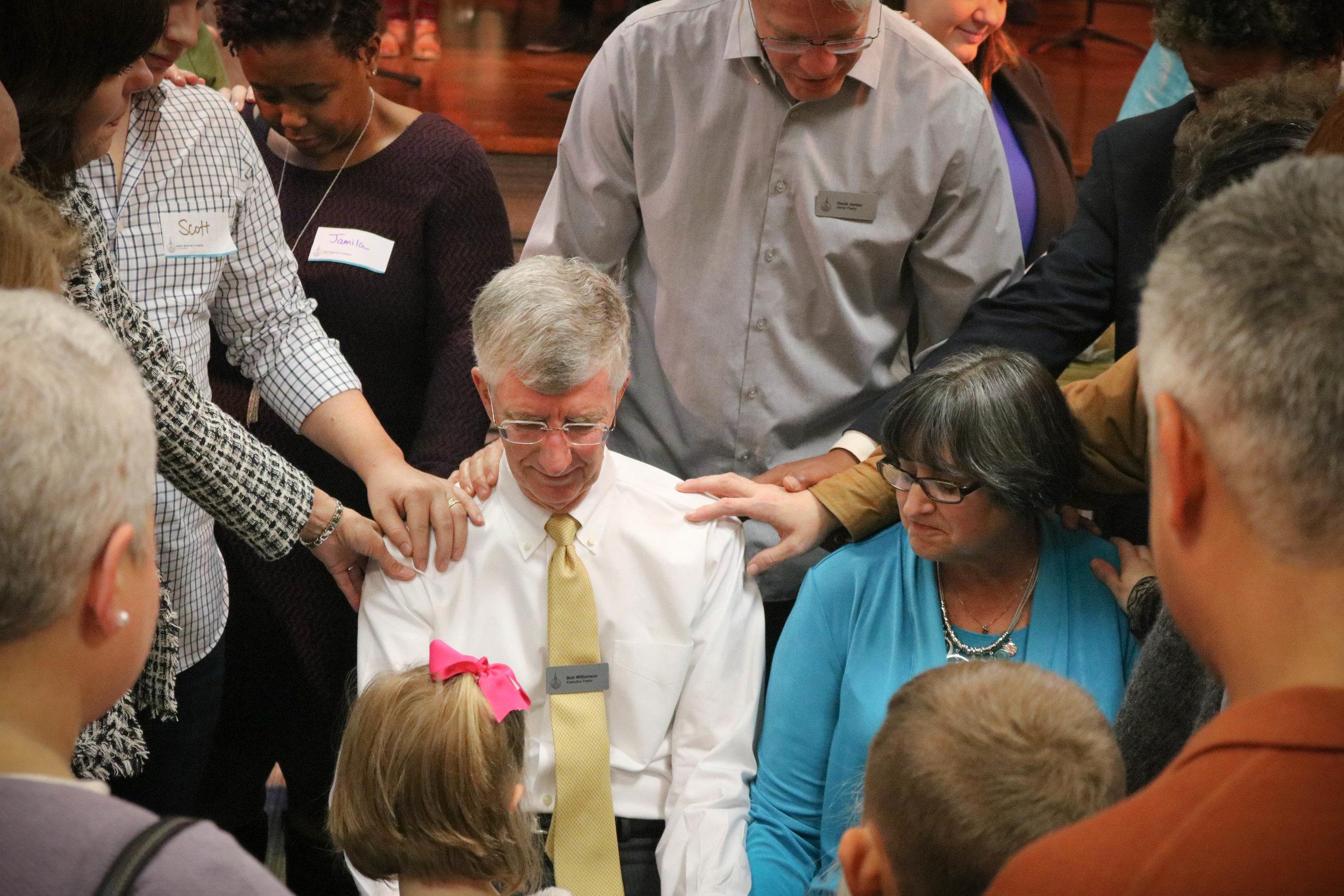 first-baptist-church-decatur-worship-bob-williamson-prayer.jpg
