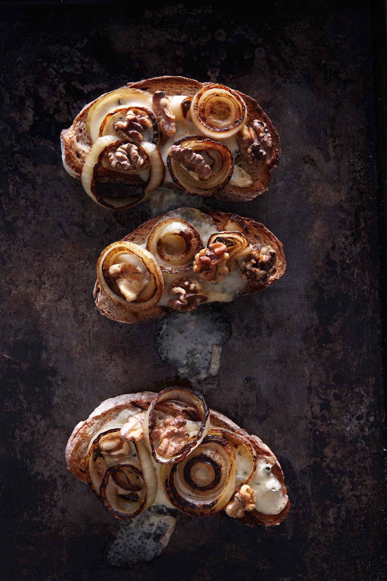 gorgonzola and walnut crostini