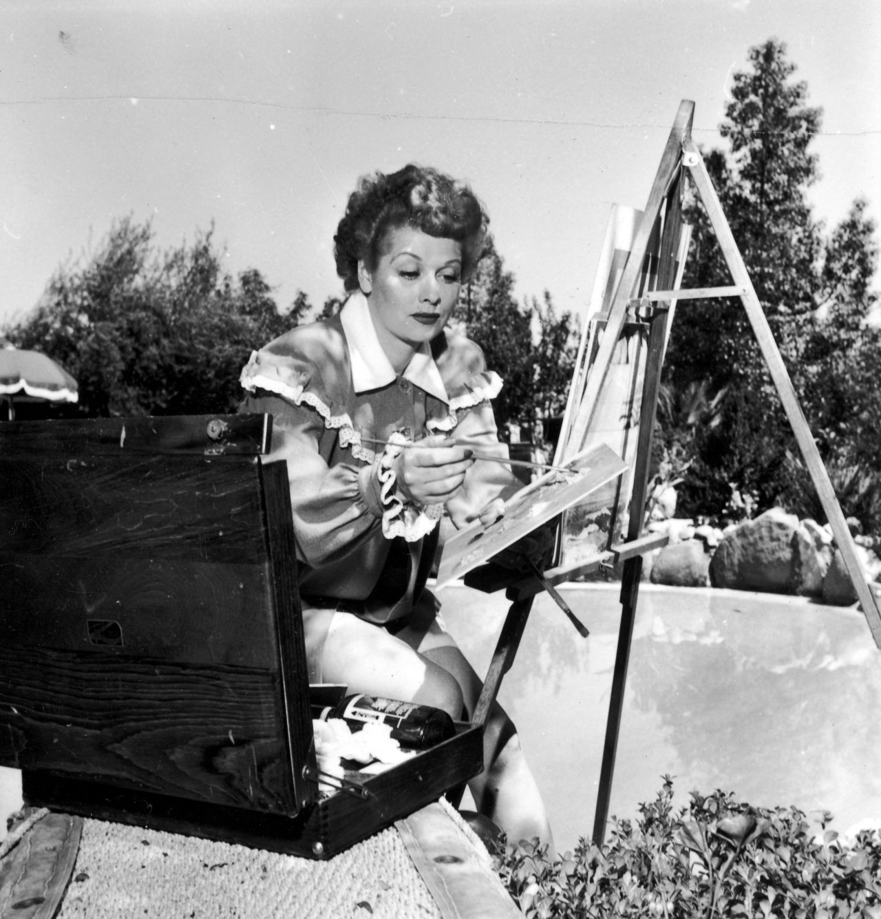 gallery-1436470304-lucy-painting-archive-photos.jpg