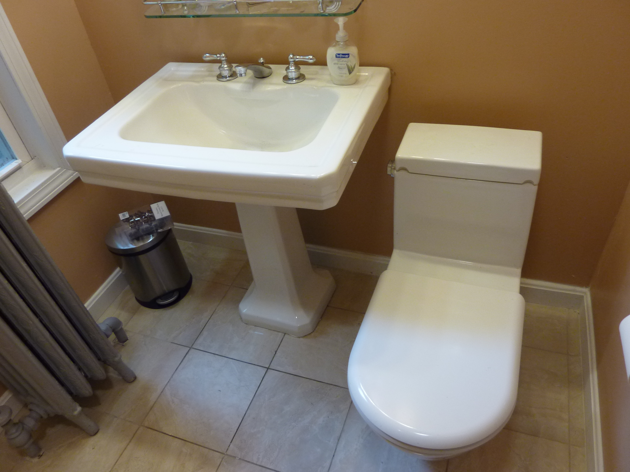The high-quality sink and toilet were available for very affordable prices.