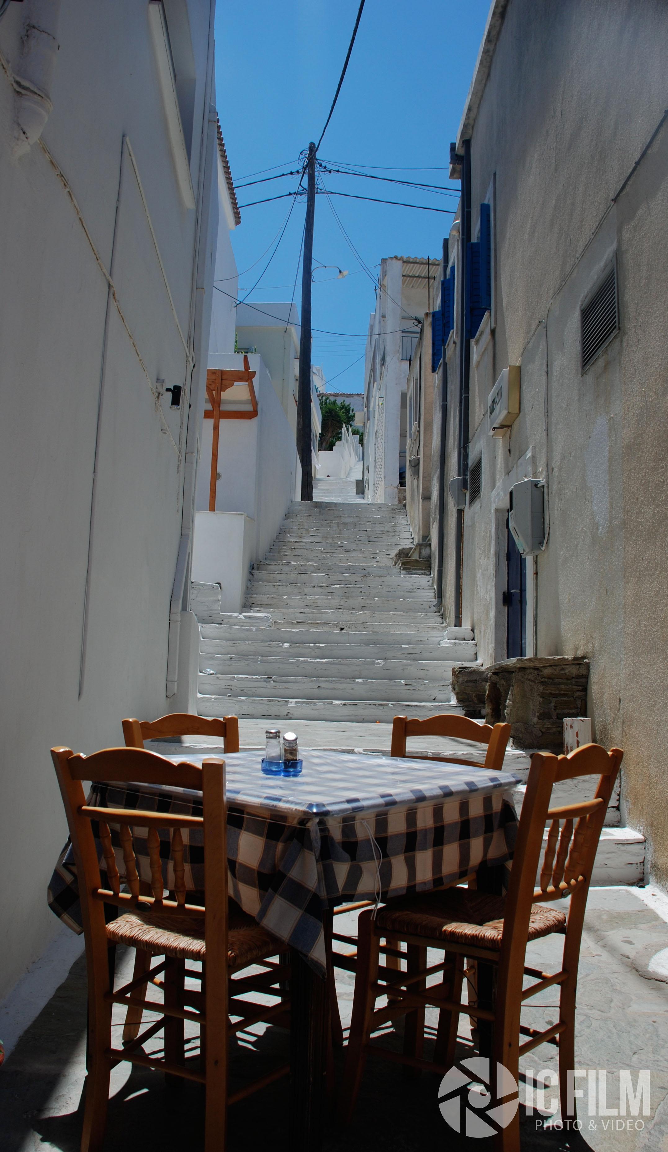 Table, Batsi.jpg