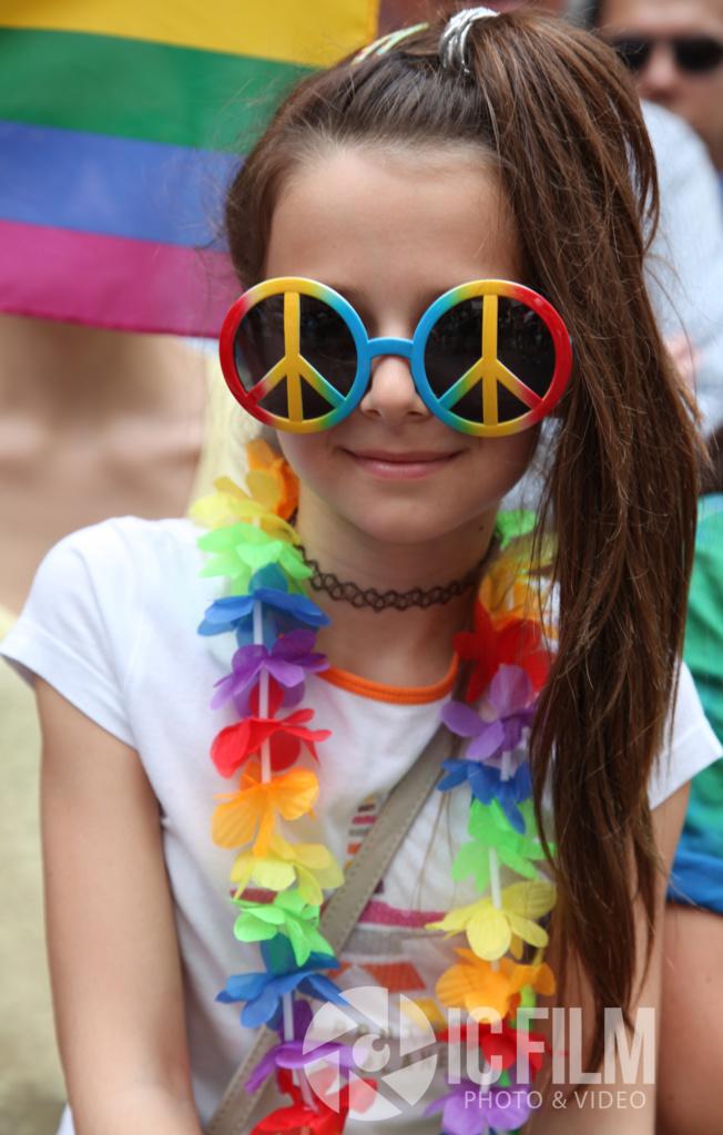 peace glasses.jpg