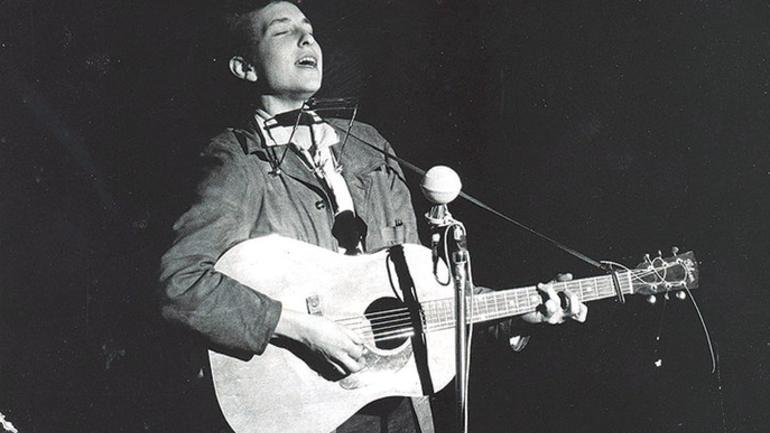 Bob Dylan performs in November 1963. (News Tribune file photo)