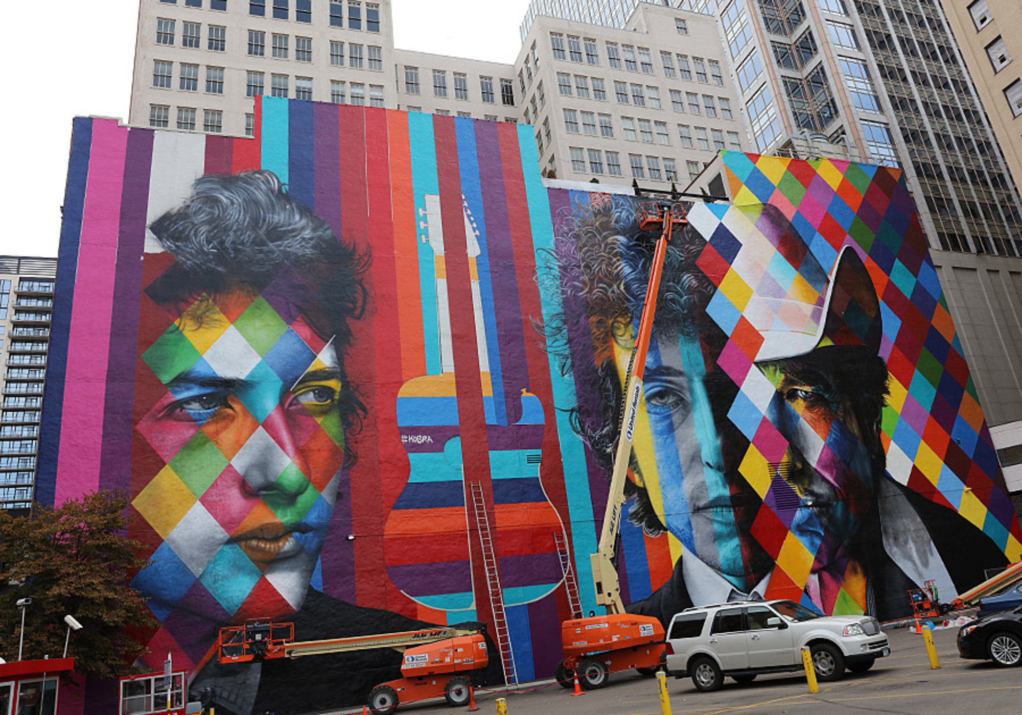 The Bob Dylan mural nears completion, Friday, Sept. 05.