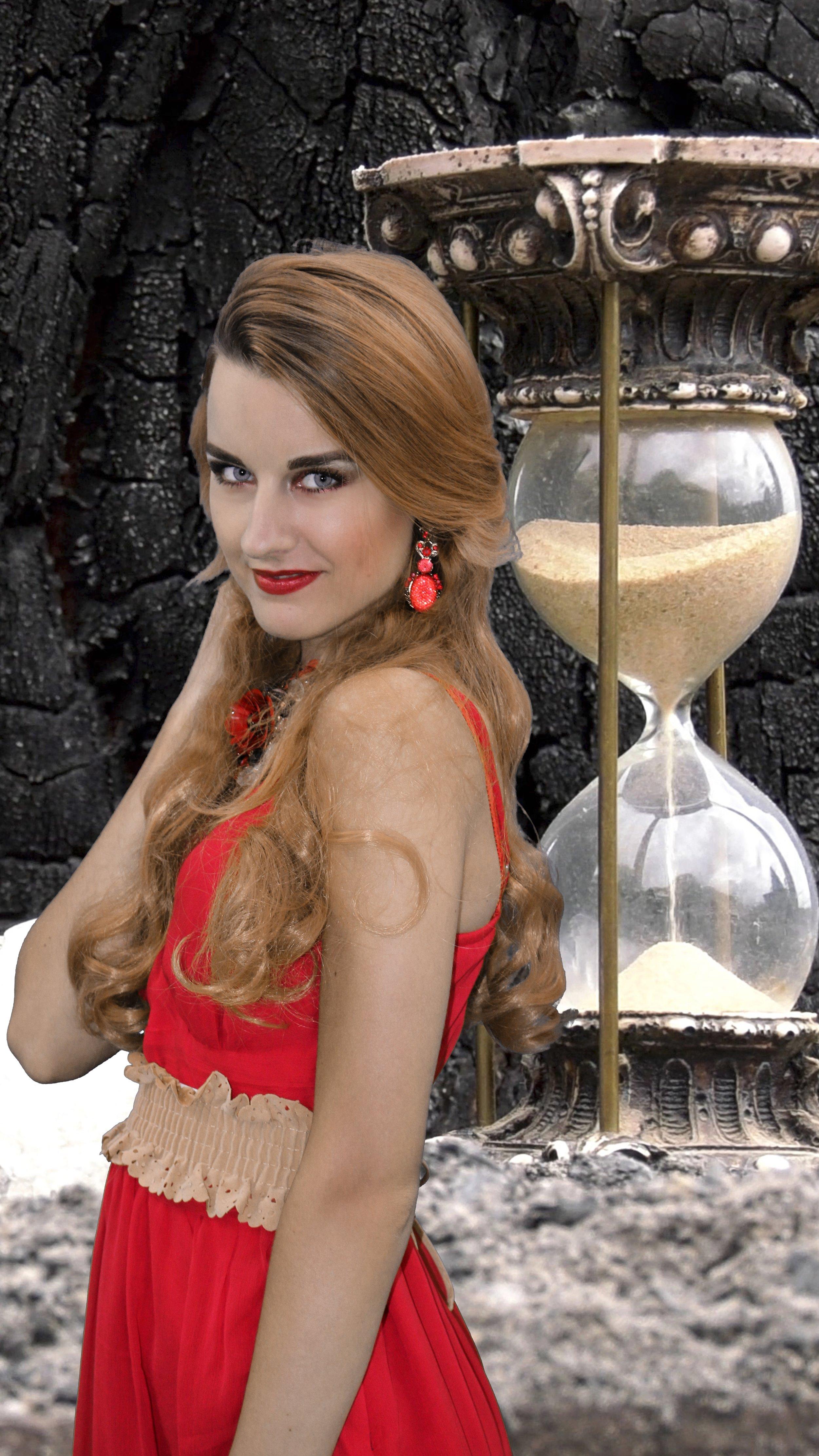 2017-05-14 Ivana Raymonda van der Veen - Hourglass (28).jpg