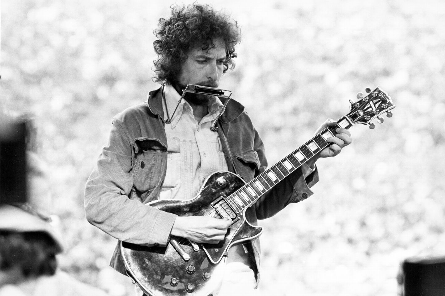 Bob Dylan performs at Kezar Stadium in San Francisco, California, March 23, 1975.   Alvan Meyerowitz/Michael Ochs Archives/Getty Images