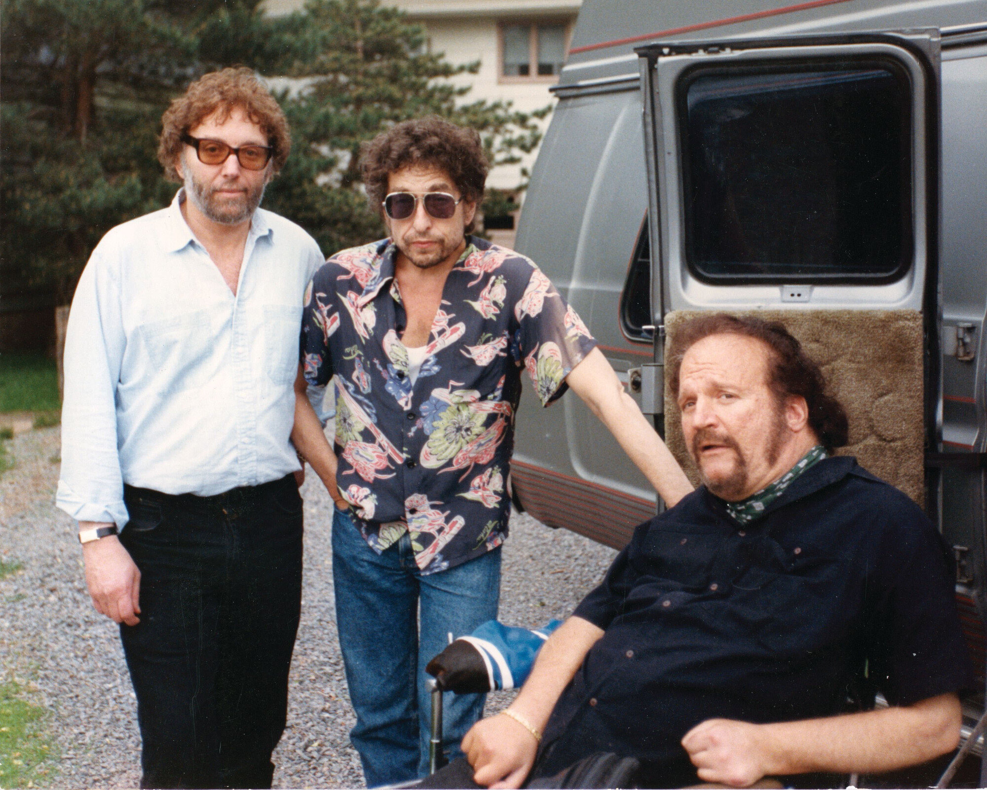 Bob Dylan (C) poses for a photo at his fiftieth birthday in 1991, with friends Louie Kemp (L) and Larry Kegan (R) Louie Kemp collection  AFP