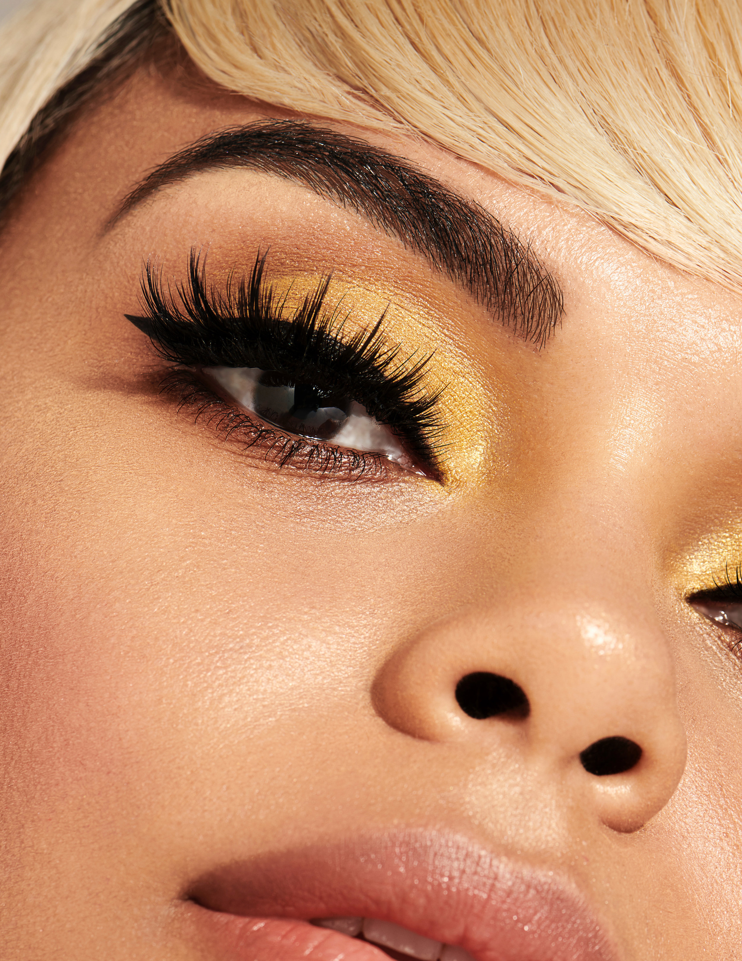 CoverGirl_YellowShadowMacro_0488_retouched.jpeg