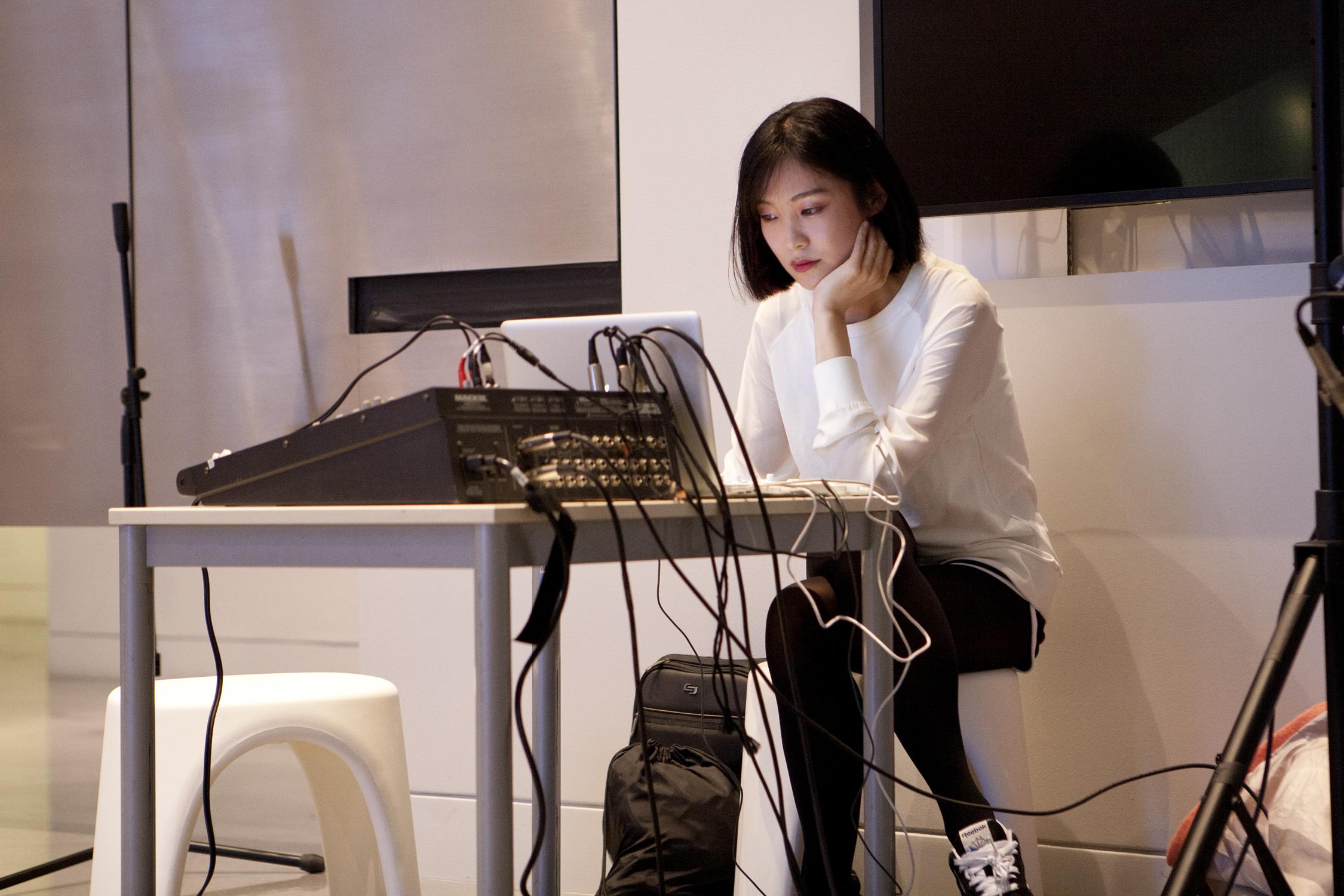 Heejin's performance