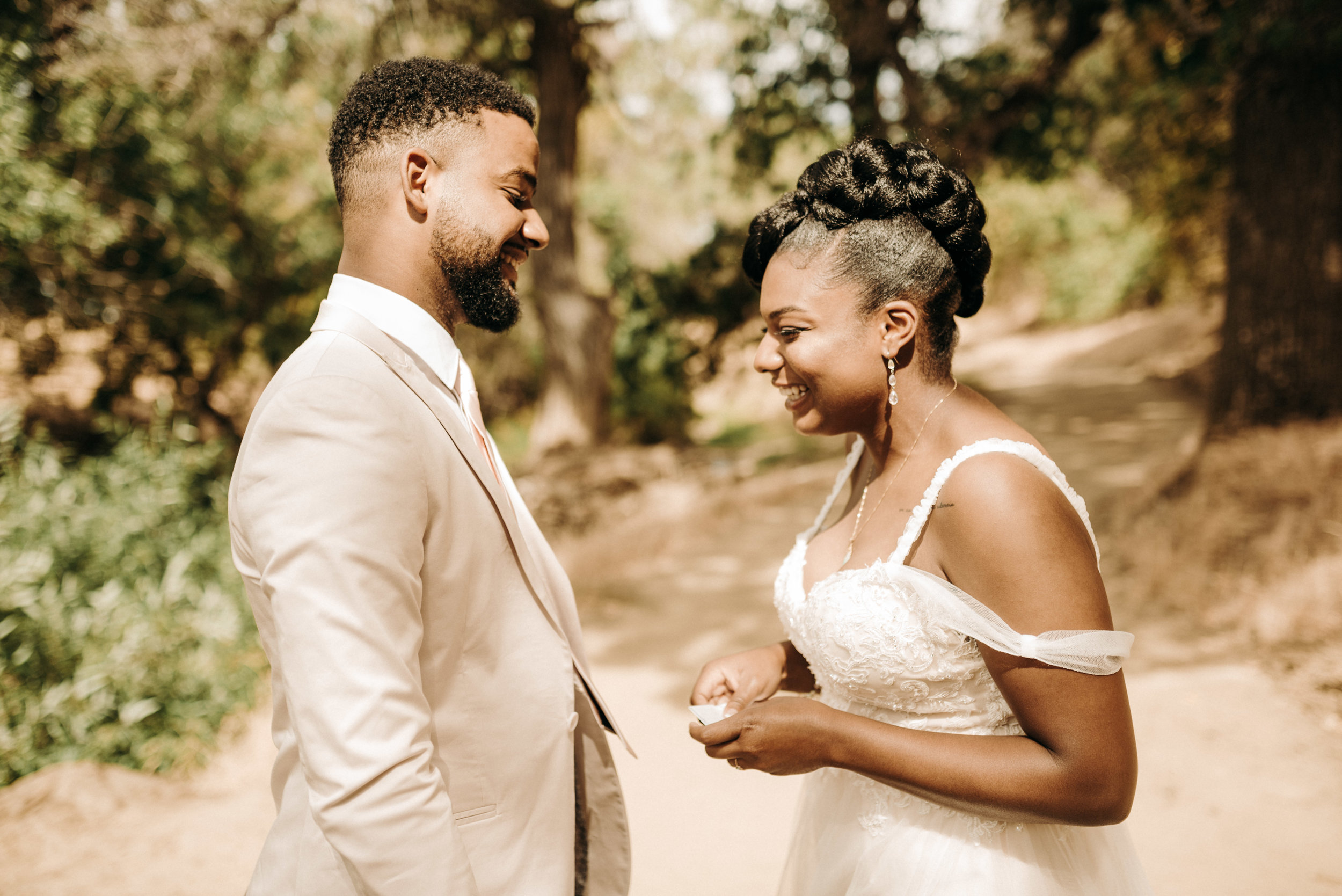 bride and groom have their first look at round valley park in brentwood, california. taken by wedding photographer in brentwood, california