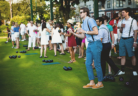 Dress up in garden party attire & enjoy some drinks on the green!