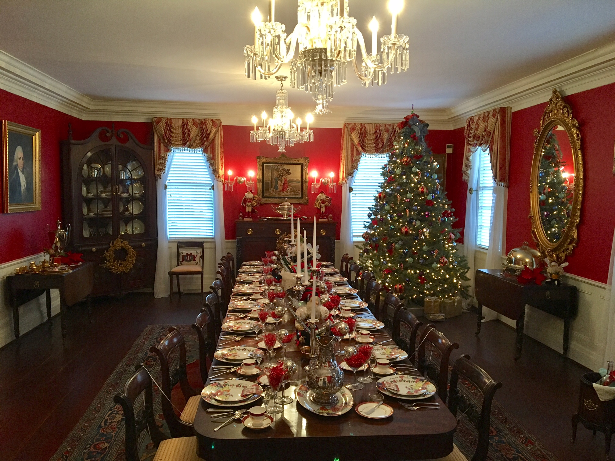 Decorated by Rebecca Ceron Martin, the Kaminski House dining room is all decked out for a festive feast!