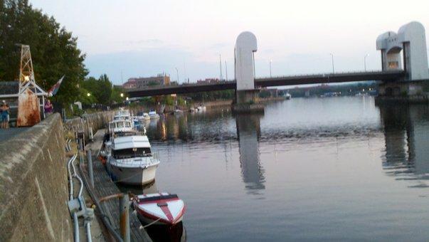 boating hudson.jpg