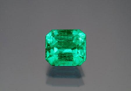 Emerald , 1.97 carats, Chivor, Colombia. (Photo: Mia Dixon