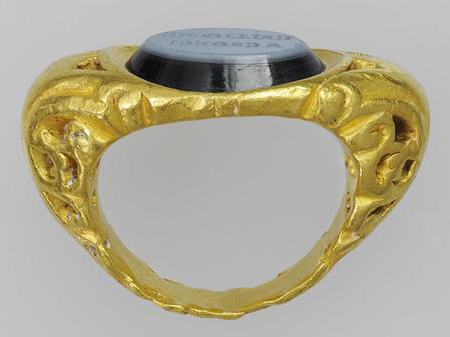 Ring with an Inscription  , 100–300 C.E., Roman. Gold and nicolo (a type of onyx used for engraving). Object (ring): H: 1.6 x L: 3.2 cm (5/8 x 1 1/4 in). Object (intaglio): H: 1.2 x L: 1.6 cm (1/2 x 5/8 in). Bibliothèque nationale de France, Département des monnaies, médailles et antiques, Paris.