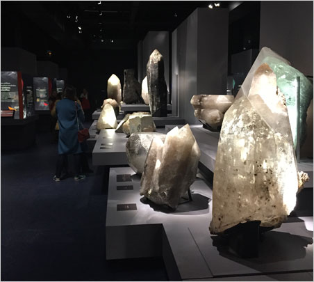 Giants n° 1.  Crystal giants create a central theme around which more intimate exhibits beckon. (Photo: Bill Larson)