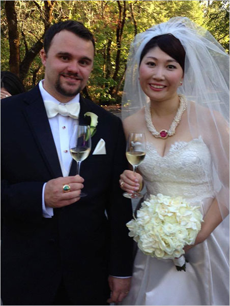 Cheers. What would a Larson wedding be without beverages and bijoux? Rika wears a Tourmaline Queen Mine rubellite and pearl necklace while Will sports a rainbow garnet ring. (Photo: Jeanne Larson)