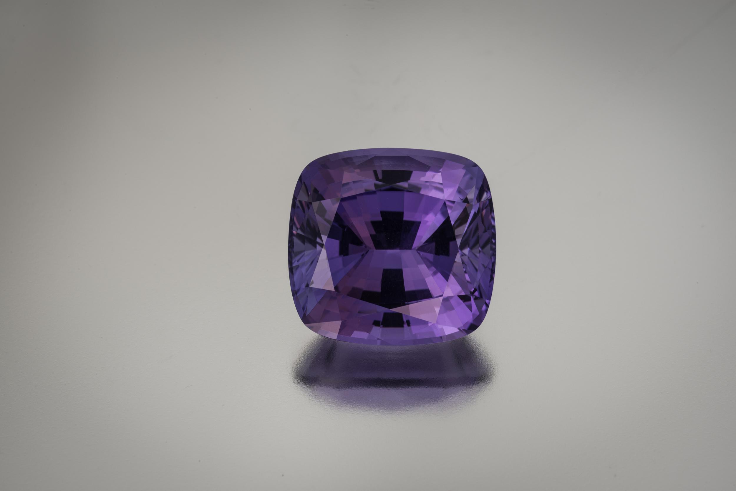 Purple tanzanite , 21.79 carats, 16.8 x 16 x 1.05 mm. (Photo: Mia Dixon)