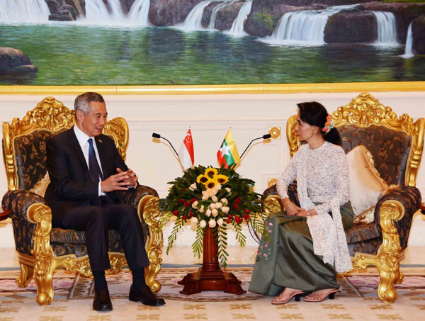 State Counsellor Daw Aung San Suu Kyi holds talks with visiting Singaporean Prime Minister Lee Hsien Loong on June 8. (Photo: Ministry of Information)