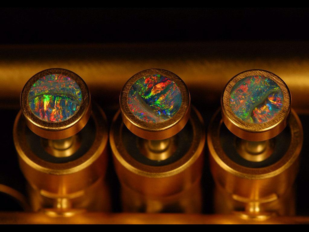 Opal Fingerbuttons