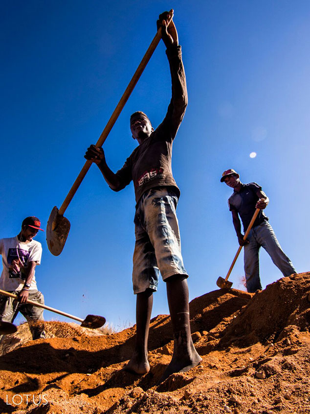 Chasing Fortune.  Miners search for sapphire at Madagascar's famous Swiss Bank mine. (Photo: E. Billie Hughes/Lotus Gemology)