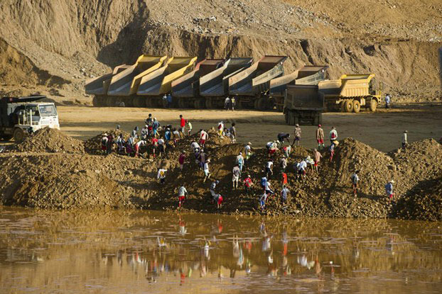 Freelance miners search for jade in piles of waste rubble dumped by mechanical diggers next to a jade mine in Hpakant, Myanmar's Kachin State, Oct. 23, 2015.