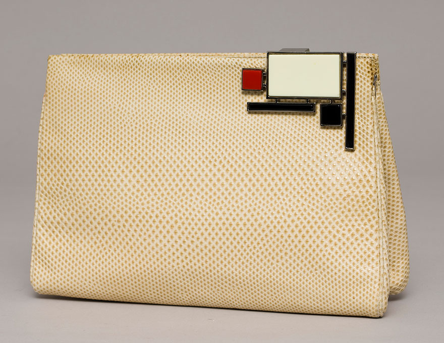 Cream-colored karung frame bag  with Art Deco lock, 1979. (Photo: Gary Mamay, courtesy the Leiber Collection)