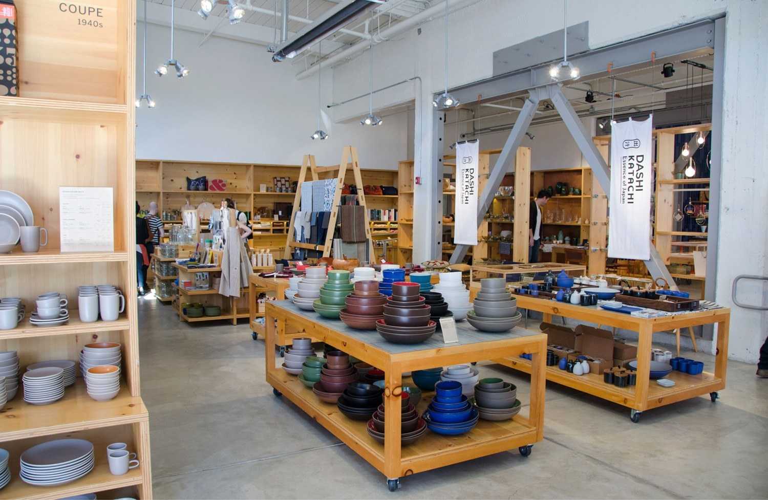 The showroom is full of an array ceramics (SMALL THINGS IN BIG NUMBERS AHHH), and always has some sort of exhibition going on— in this case, a Dashi Katachi pop-up shop.