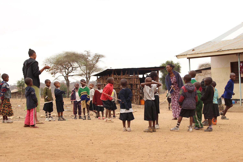 Volunteer-African-Kids.JPG