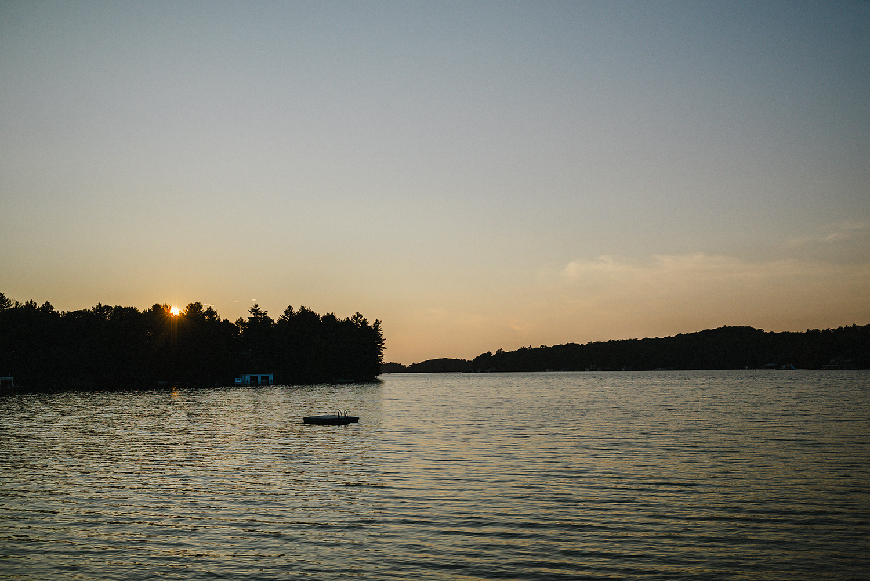 Muskoka-Cottage-Wedding-Photography-Photographer_Photojournalistic-Documentary-Wedding-Photography_Lakeside-Ceremony-Sunset-Detail.jpg