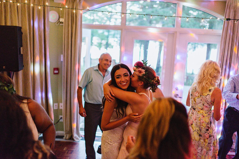 Muskoka-Cottage-Wedding-Photography-Photographer_Photojournalistic-Documentary-Wedding-Photography_Vintage-Bride-Lovers-Land-Dress_Boho-Bride-Wedding-Reception.jpg