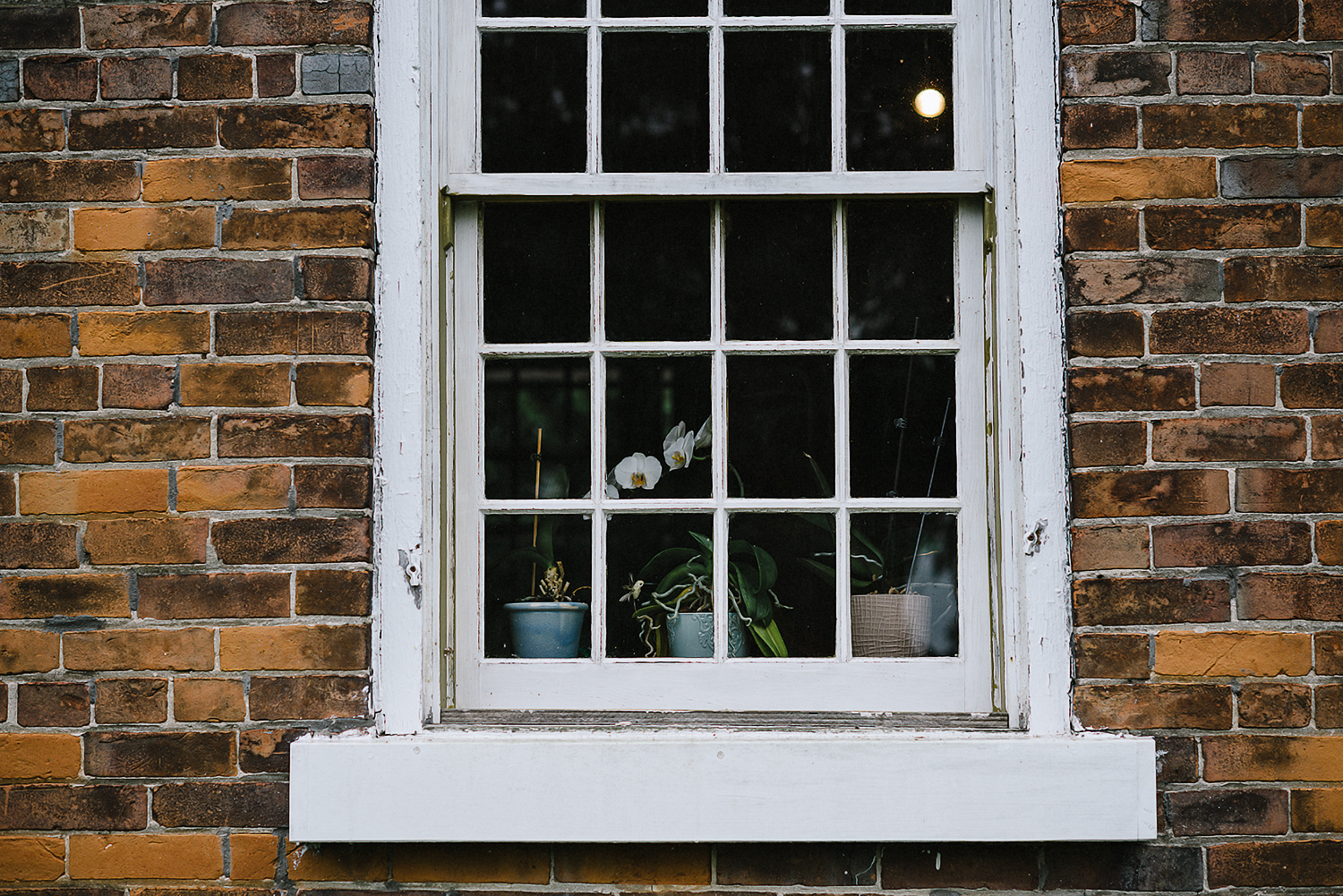Best-Moody-Vintage-Small-Town-Chapel-Wedding-Toronto-Ontario_-Bed-and-Breakfast-Old-Rustic-Home-Window-Sill.jpg