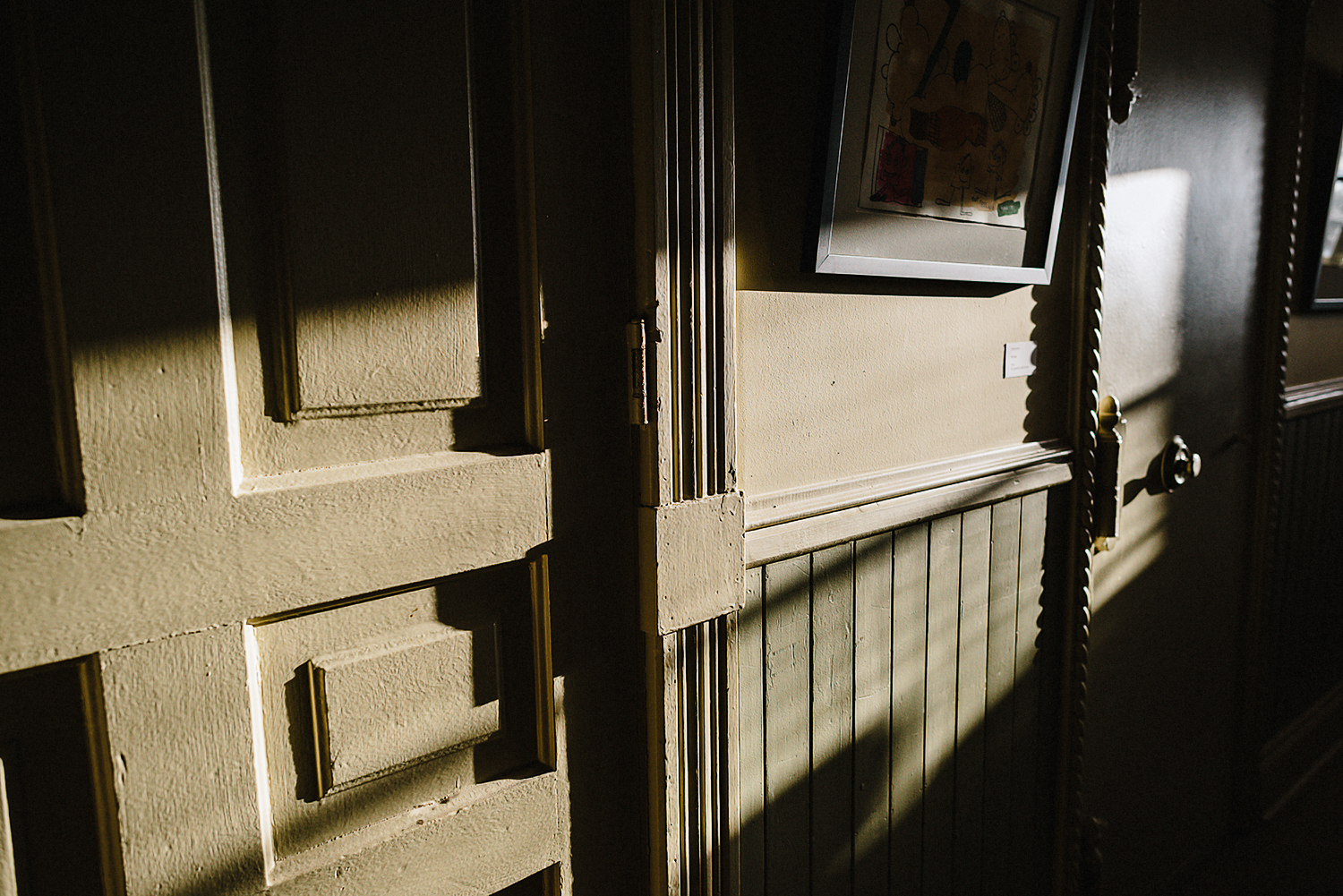 Best-Moody-Documentary-Wedding-Photography-Photojournalism-Vintage-Small-Town-Chapel-Wedding-Toronto-Ontario_Reception-Venue-Old-Town-Hall-Sunlight-detail.jpg