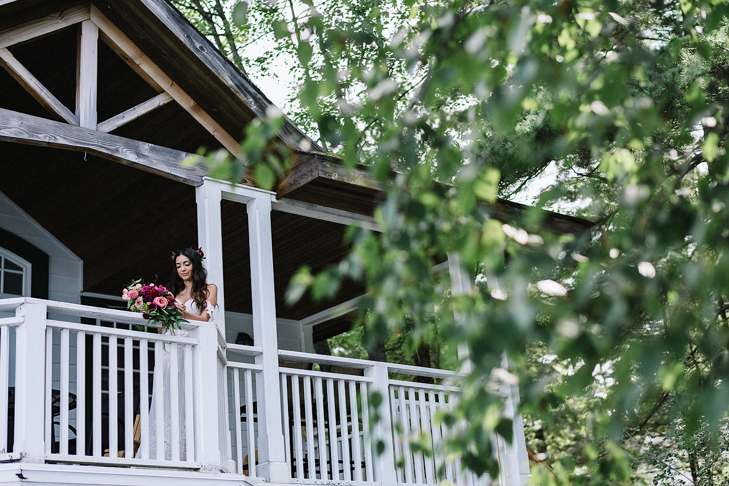Muskoka-Cottage-Wedding-Photography-Photographer_Photojournalistic-Documentary-Wedding-Photography_Vintage-Bride-Lovers-Land-Dress_Rue-Des-Seins_Bridal-Portrait-Cabin.jpg