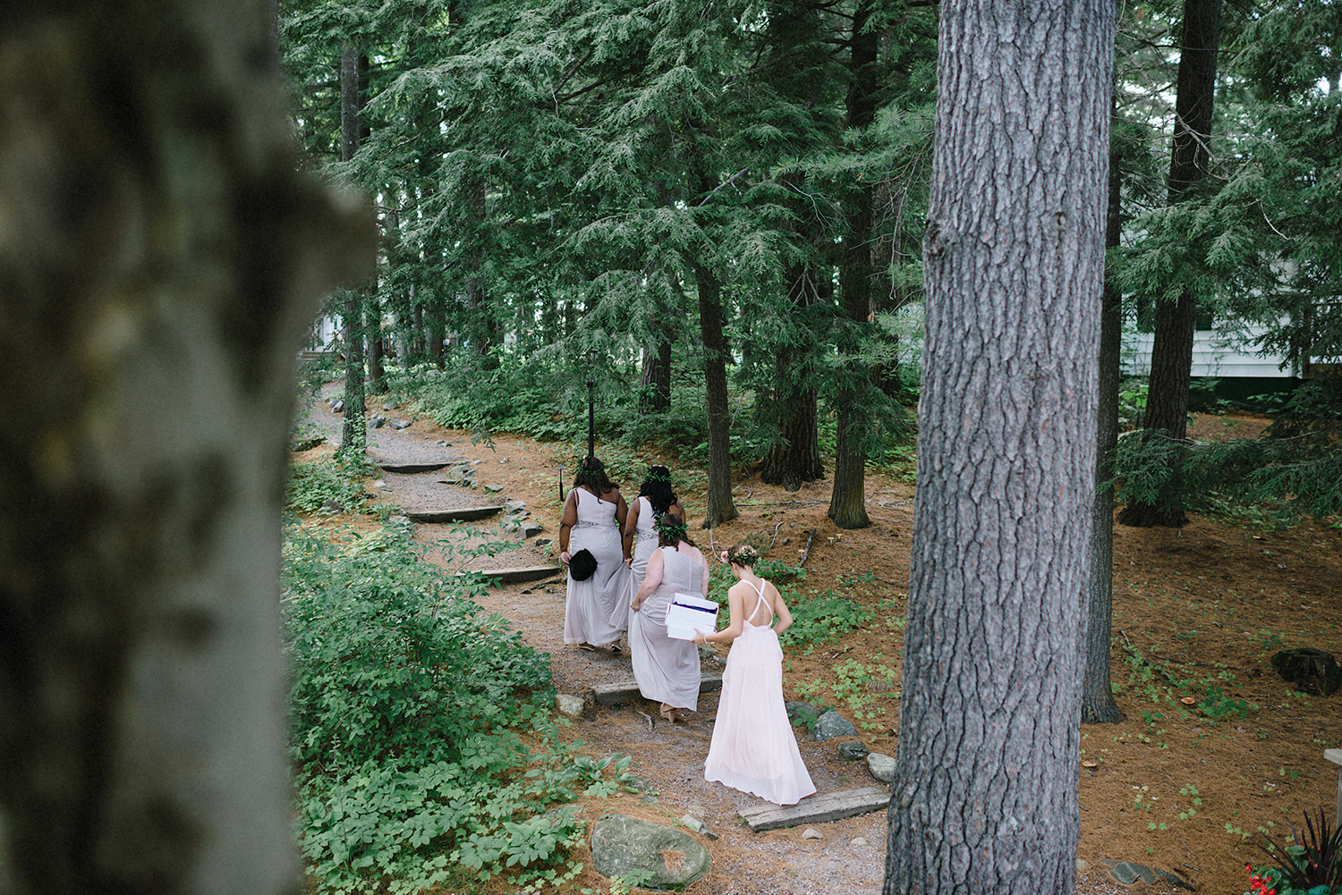 Muskoka-Cottage-Wedding-Photography-Photographer_Photojournalistic-Documentary-Wedding-Photography_Vintage-Bride-Sherwood-Inn-Lake-Wedding-Venue_Bridesmaids-Details.jpg