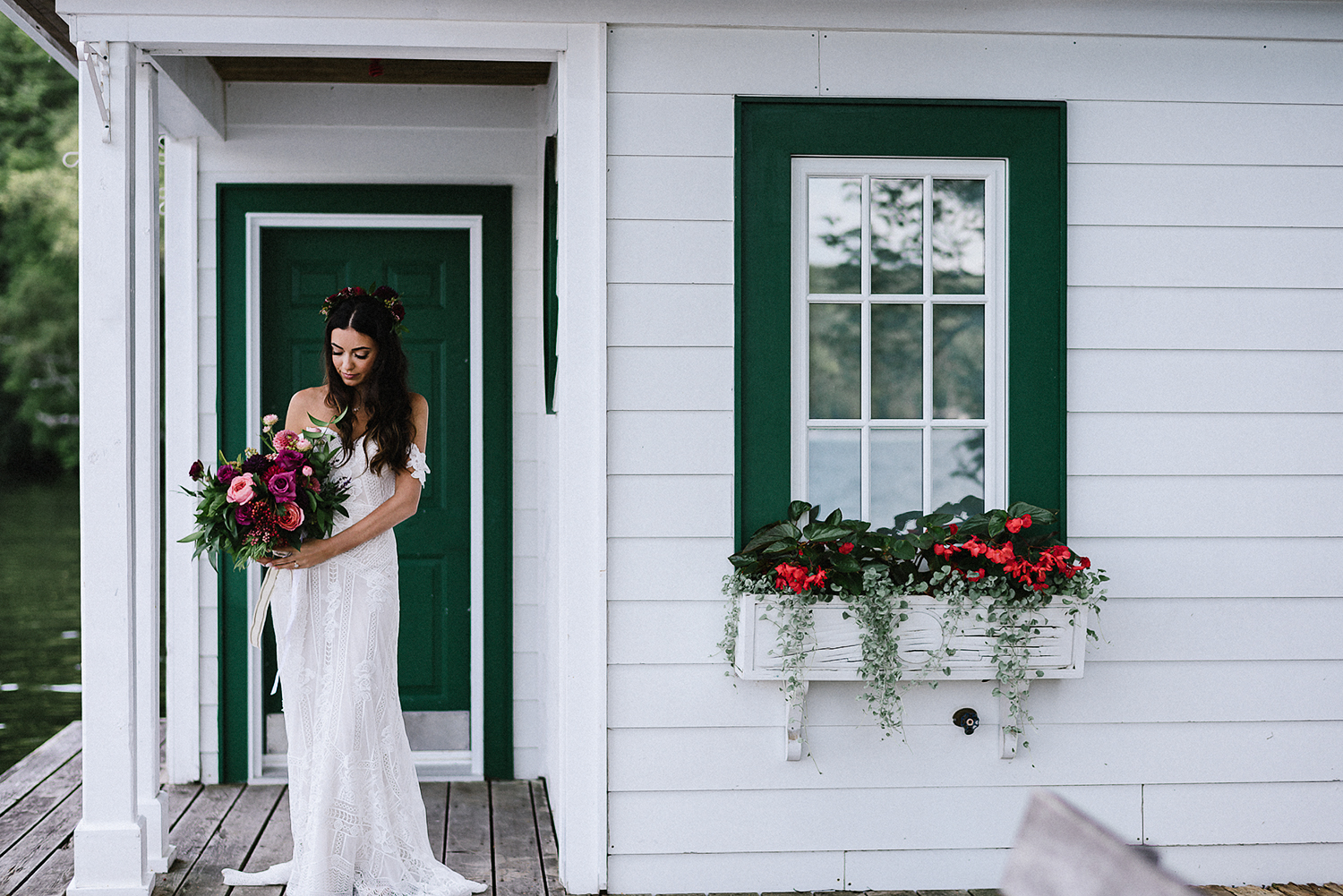 Muskoka-Cottage-Wedding-Photography-Photographer_Photojournalistic-Documentary-Wedding-Photography_Vintage-Bride-Sherwood-Inn-Lake-Wedding-Venue-Romantic-Bridal-Portrait.jpg