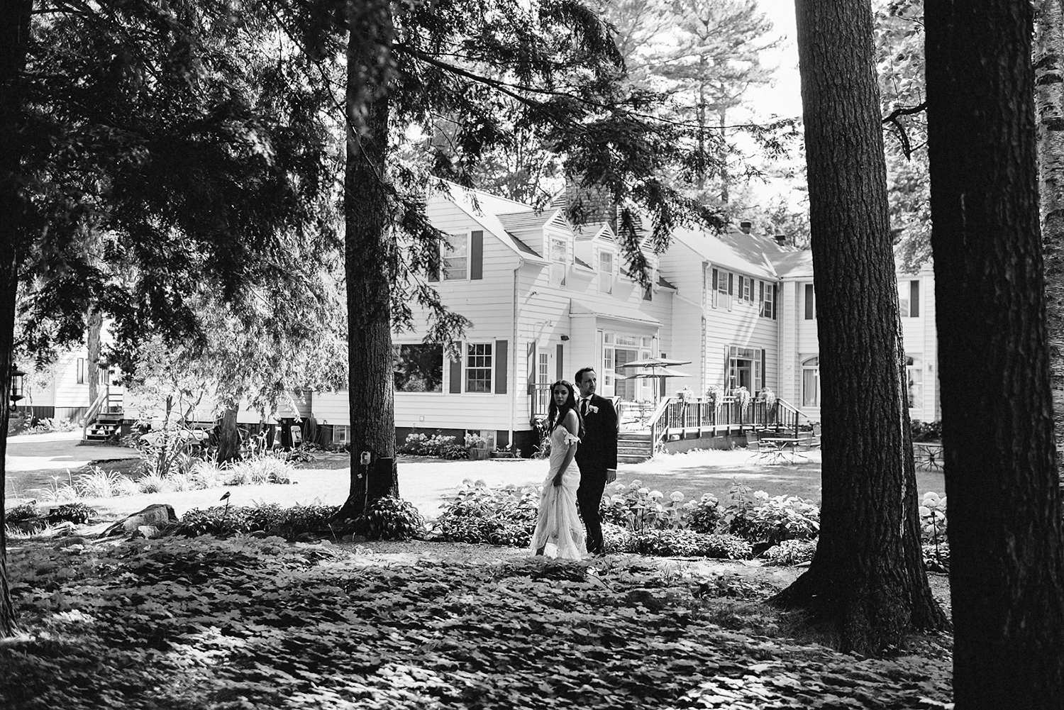 Muskoka-Cottage-Wedding-Photography-Photographer_Photojournalistic-Documentary-Wedding-Photography_Vintage-Bride-Lovers-Land-Dress_Rue-Des-Seins_Candid-Bride-and-Groom.jpg