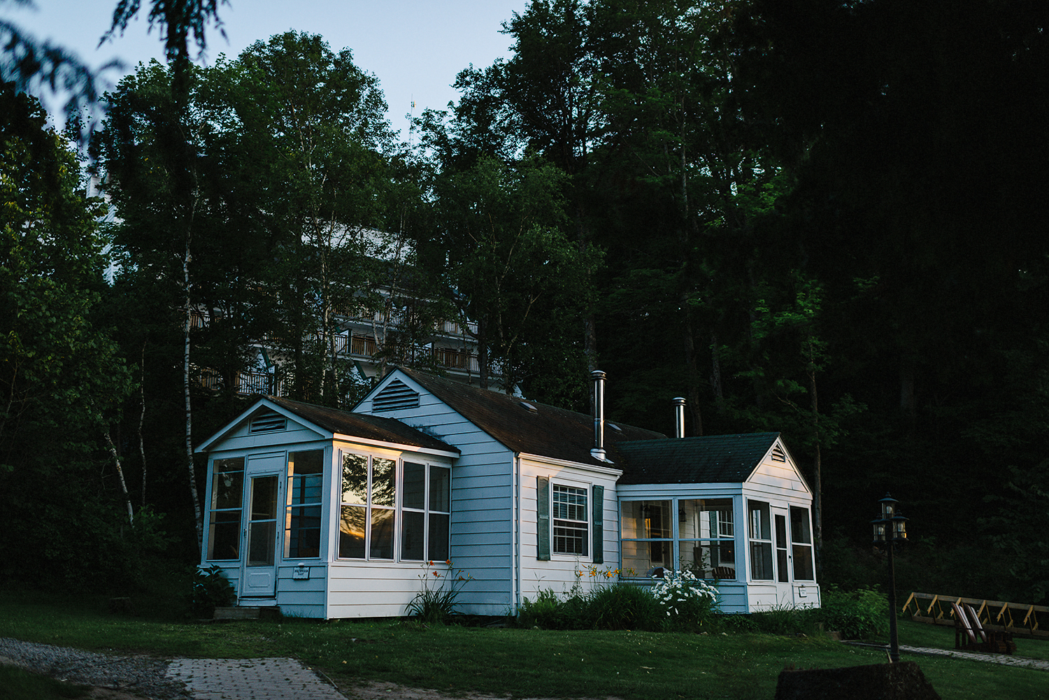 Muskoka-Cottage-Wedding-Photography-Photographer_Photojournalistic-Documentary-Wedding-Photography_Lakeside-Ceremony-Sunset-Light-on-Cabin-window.jpg