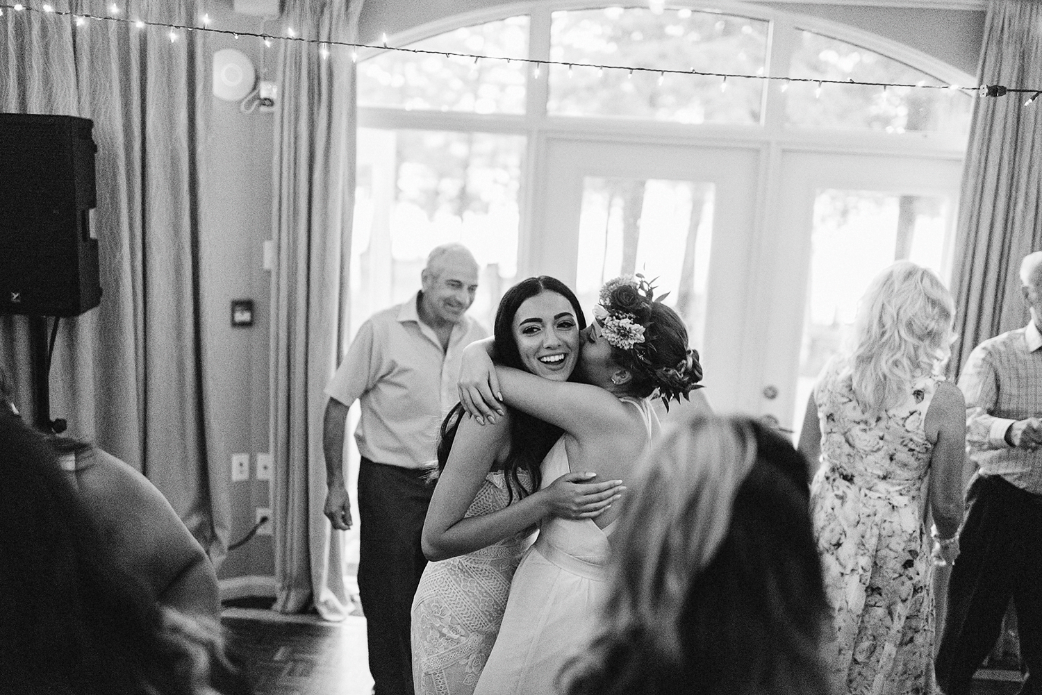 Muskoka-Cottage-Wedding-Photography-Photographer_Photojournalistic-Documentary-Wedding-Photography_Vintage-Bride-Lovers-Land-Dress_Boho-Bride-Wedding-Reception-Candid-Moment-bride-and-sister-maid-of-honour.jpg