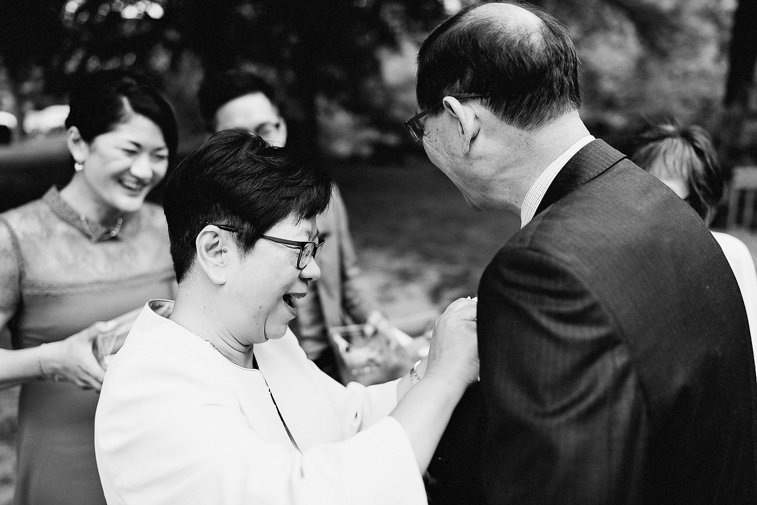 outdoor-forest-venue-toronto-high-park-colbourn-lodge-dog-friendly-venue-bride-and-groom-candid-moment-best-documentary-wedding-photographers-Toronto-Rustic-Venue-candid-guest-moments.jpg