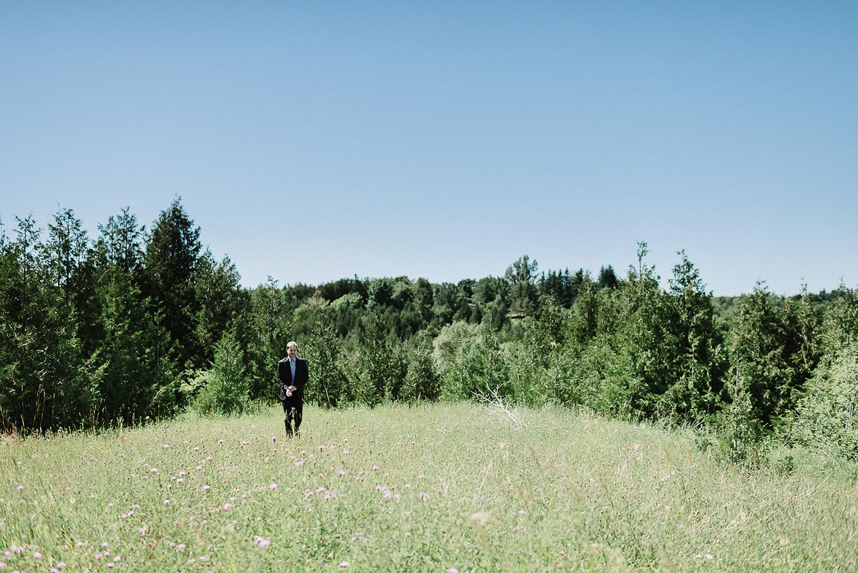 DIY-Countryhouse-Wedding-Vintage-Bride-and-Groom-Outdoor-Summer-Wedding-Reception-Beneath-a-Willow-Tree-Analog-Film-Kodak-TriX-Candid-Documentary-Photojournalistic-Wedding-Photography-Guest-Portrait-Candid.jpg