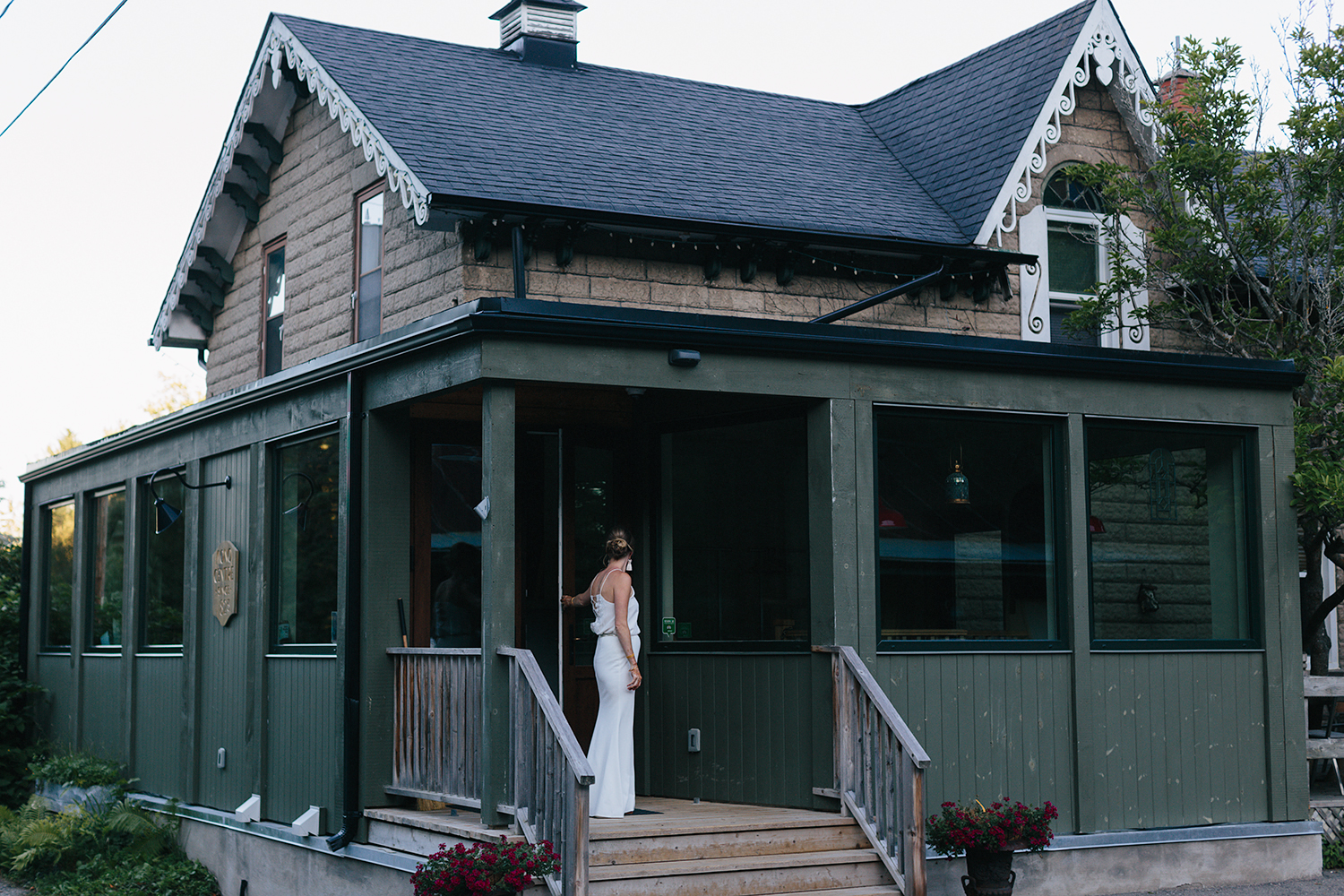 Country-Side-Wedding-Reception-at-private-Inn-restaurant-Vintage-bride-outside-of-restuarant.jpg