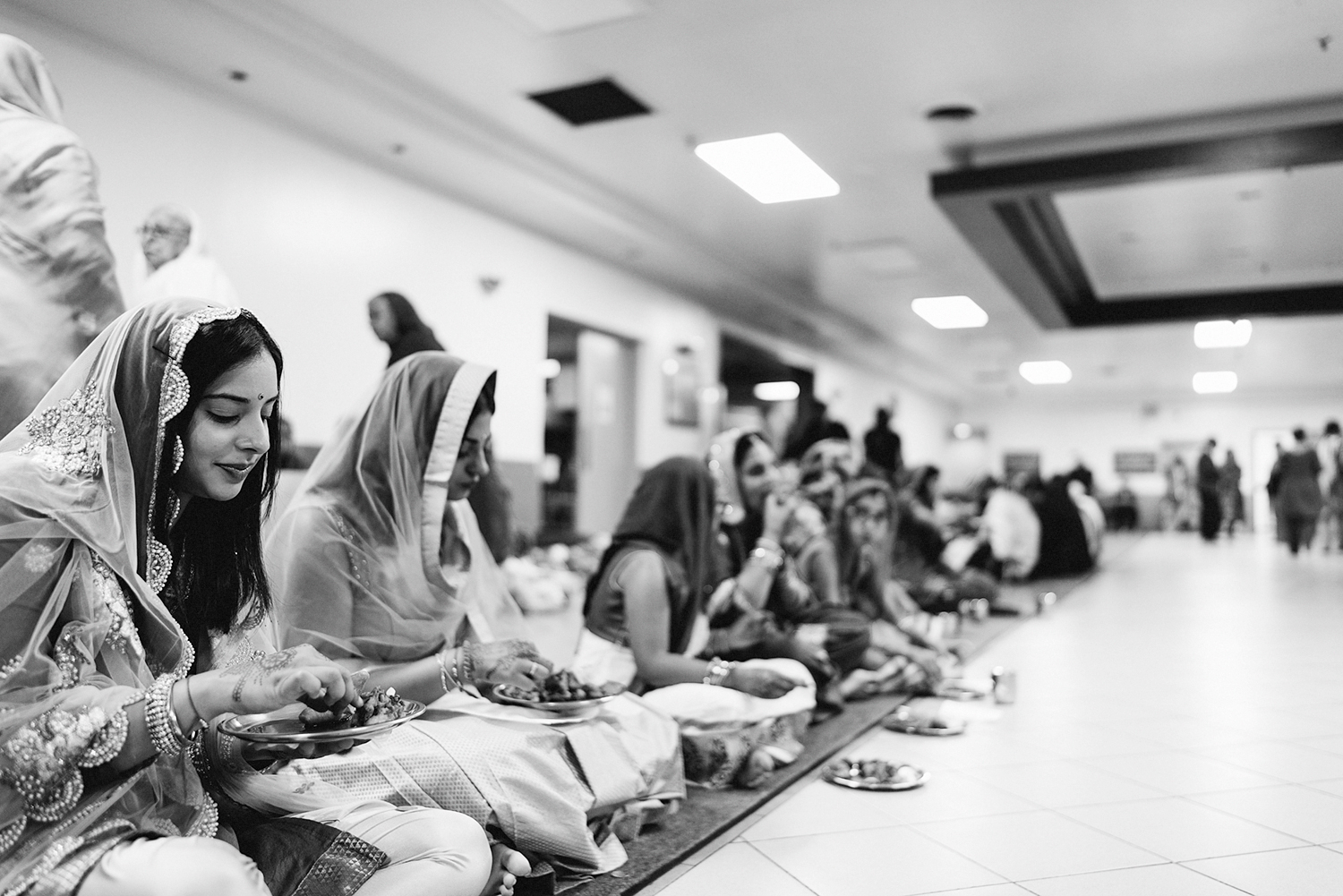 Toronto-Photojournalism-wedding-photographers-3B-Photography-Candid-Documentary-Film-Photography-Analog-Ontario-Hamilton-Port-Perry-Venue-temple-ceremony-sikh-pre-ceremony-traditions-meal-moments-guests-eating.jpg