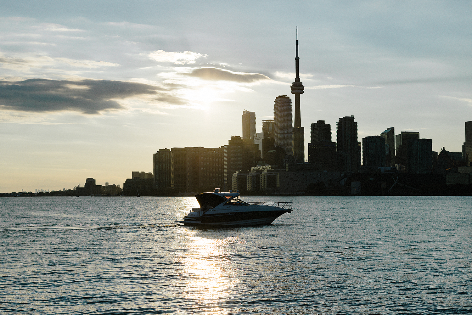 Best-Wedding-photographers-Toronto-NAtural-Candid-wedding-photography-Airship37-Sunset-Portraits-City-Skyline.jpg