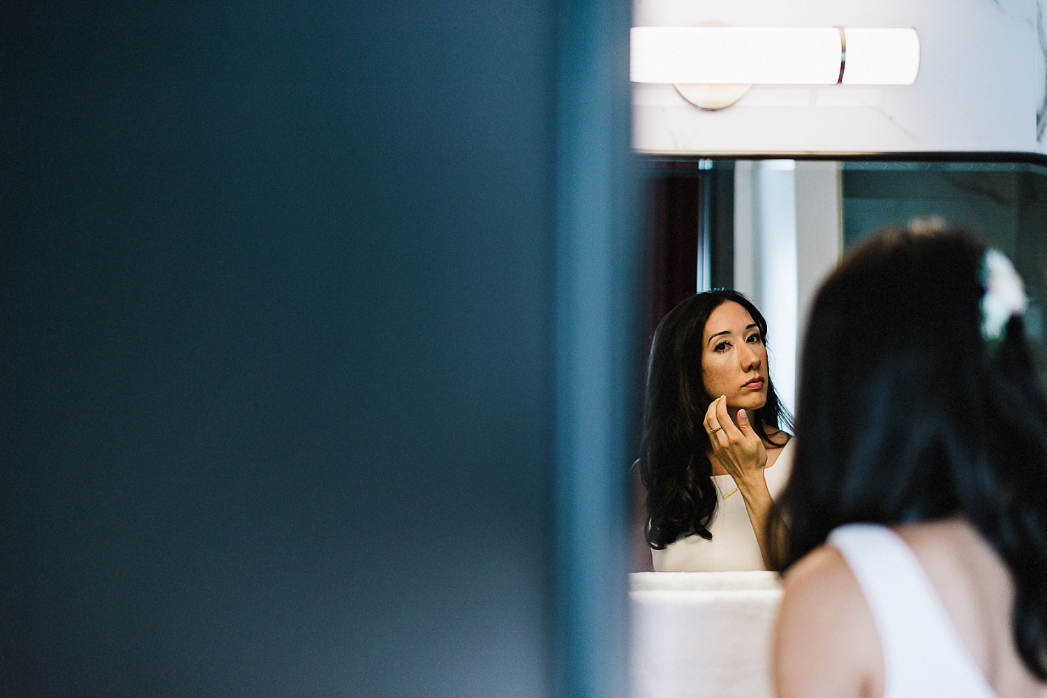 25-522-Best-Wedding-Photography-Toronto-Ontario-Canada-Photojournalistic-Genuine-Candid-Moments-Fine-Art-Vintage-Wedding-Photographers-Bride-getting-ready-mirror.jpg