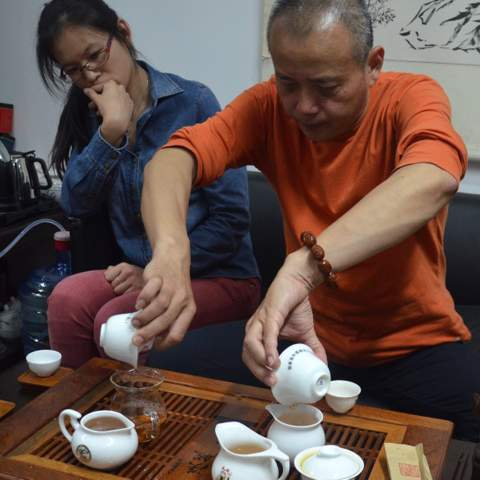 Mr Pan the rock tea hunter, similar mindset as Mr Lin, but luckily his region is much smaller. Therefore he has time for organizing China's celebrities tea club, where he makes Gongfu sessions for Jack Ma or for you, if your are willing to pay.