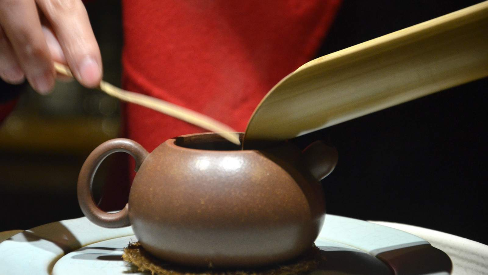 CNNP raw Pu-erh blend 7542, red label from 1996 of Menghai tea factory, fill the pot