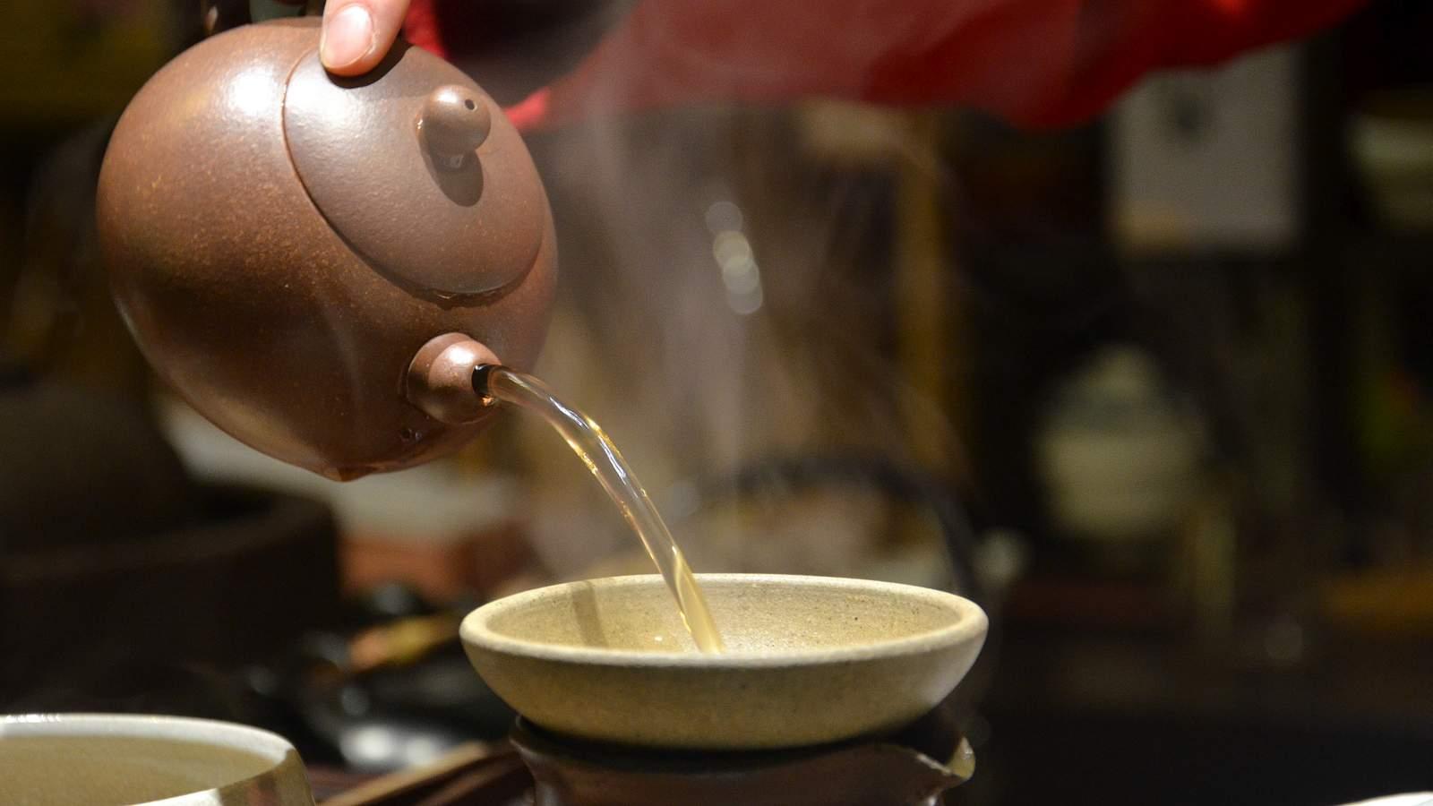 CNNP raw Pu-erh blend 7542, red label from 1996 of Menghai tea factory, rinse and awaken
